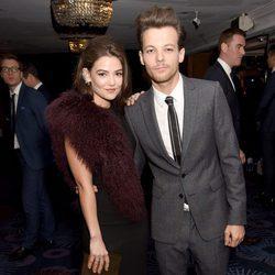 Louis Tomlinson y Danielle Campbell en los Premios Daily Mirror