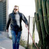 Álex Casademunt sacando a su perro después de la agresión de Vigo