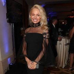 Pamela Anderson completamente irreconocible en una gala solidaria por Haití