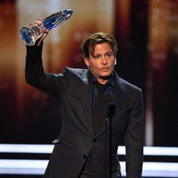Johnny Depp recogiendo su premio a icono del cine en los People's Choice Awards 2017