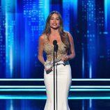Sofía Vergara recogiendo su premio en los People's Choice Awards 2017