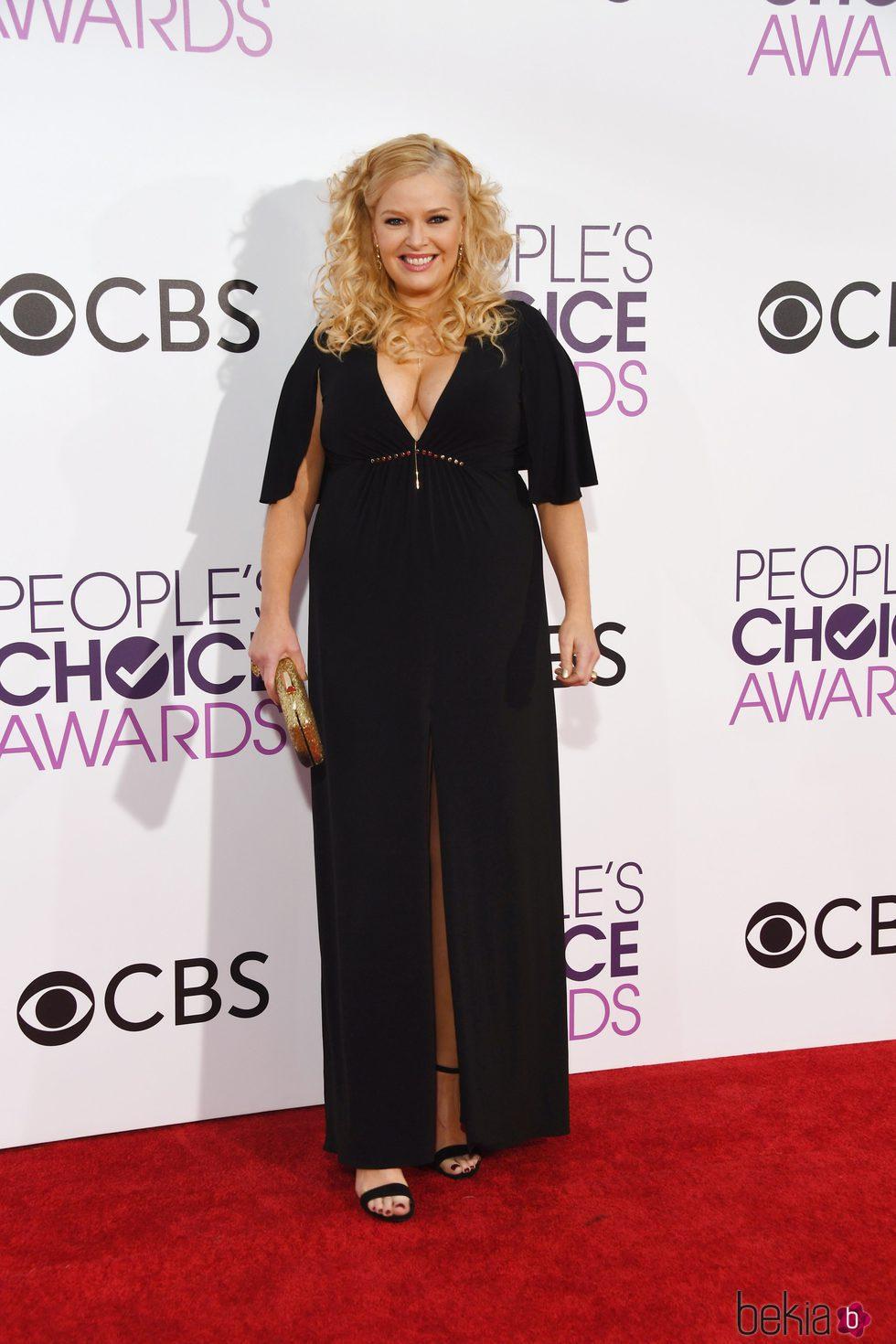 Melissa Peterman en la alfombra roja de los People's Choice Awards 2017