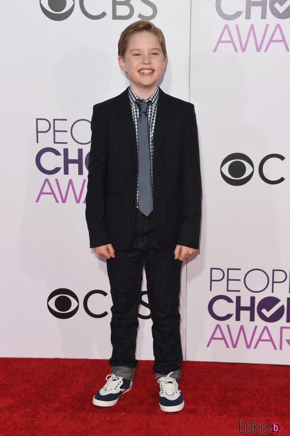 Matthew McCann en la alfombra roja de los People's Choice Awards 2017