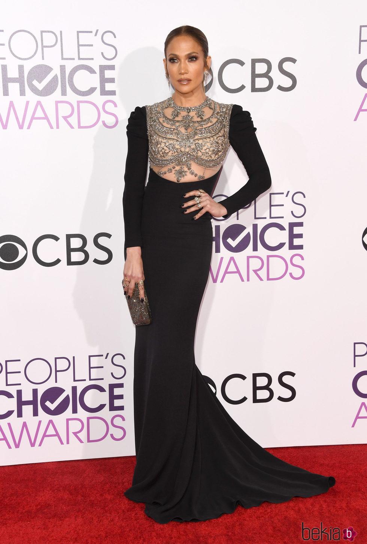 Jennifer Lopez en la alfombra roja de los People's Choice Awards 2017