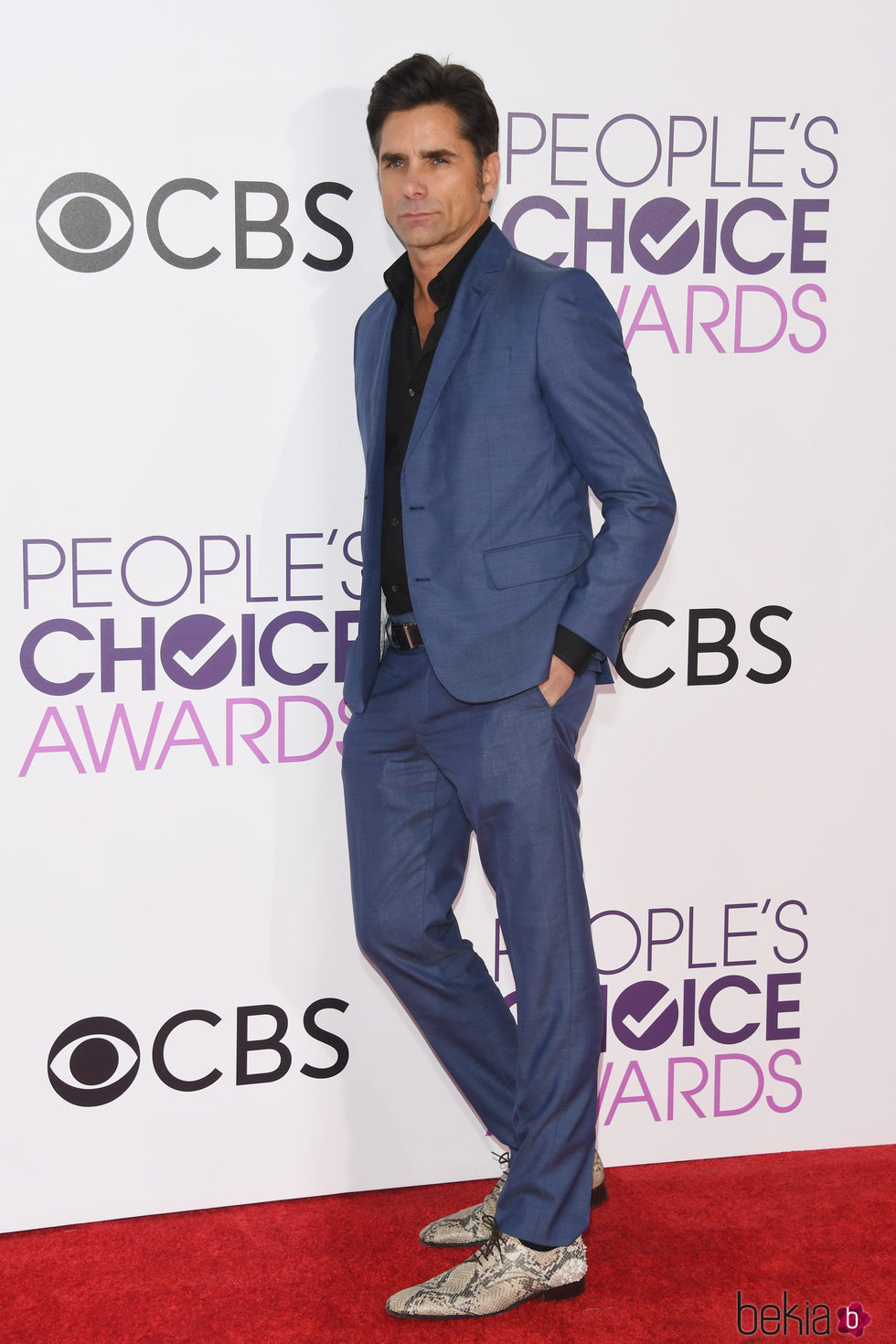 John Stamos en la alfombra roja de los People's Choice Awards 2017