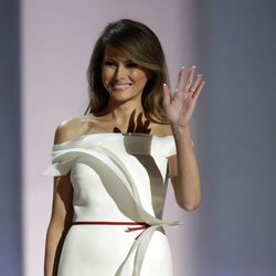 Melania Trump y su look durante el baile inaugural de la toma de posesión