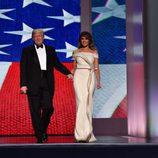 Donald Trump y Melania, juntos en el baile inaugural