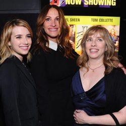 Julia Roberts, Lisa Roberts y Emma Roberts en un evento