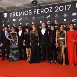 Muchas celebridades y personajes de 'La que se avecina' en la alfombra roja de los Premios Feroz 2017