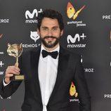 Paco León con su premio Feroz