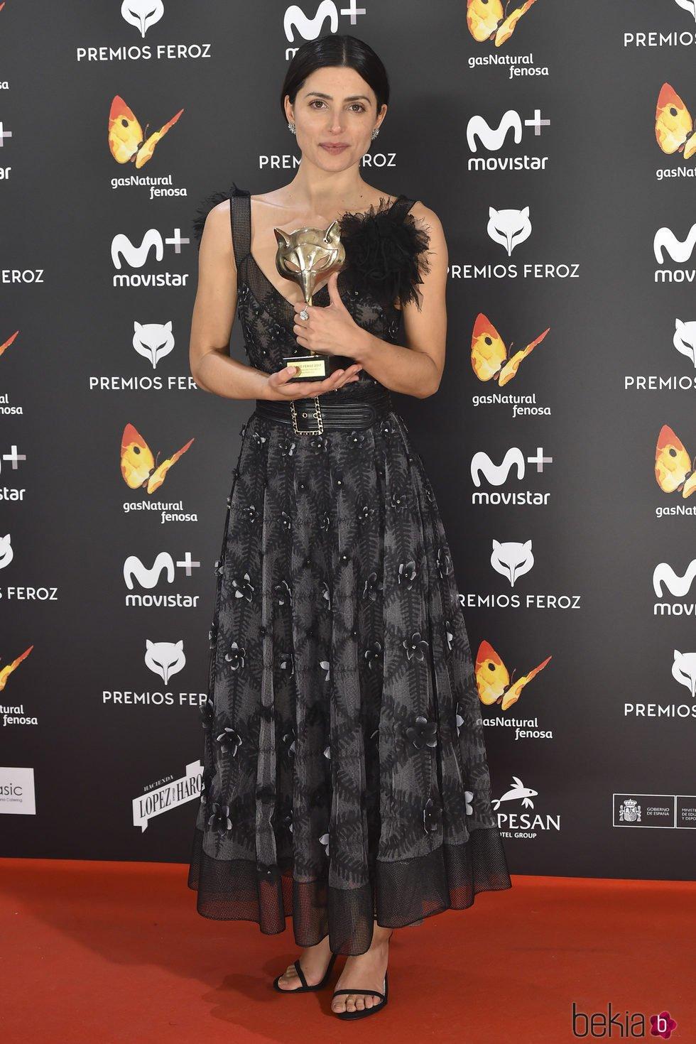 Bárbara Lennie con su Premio Feroz