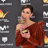 Ruth Díaz con su Premio Feroz