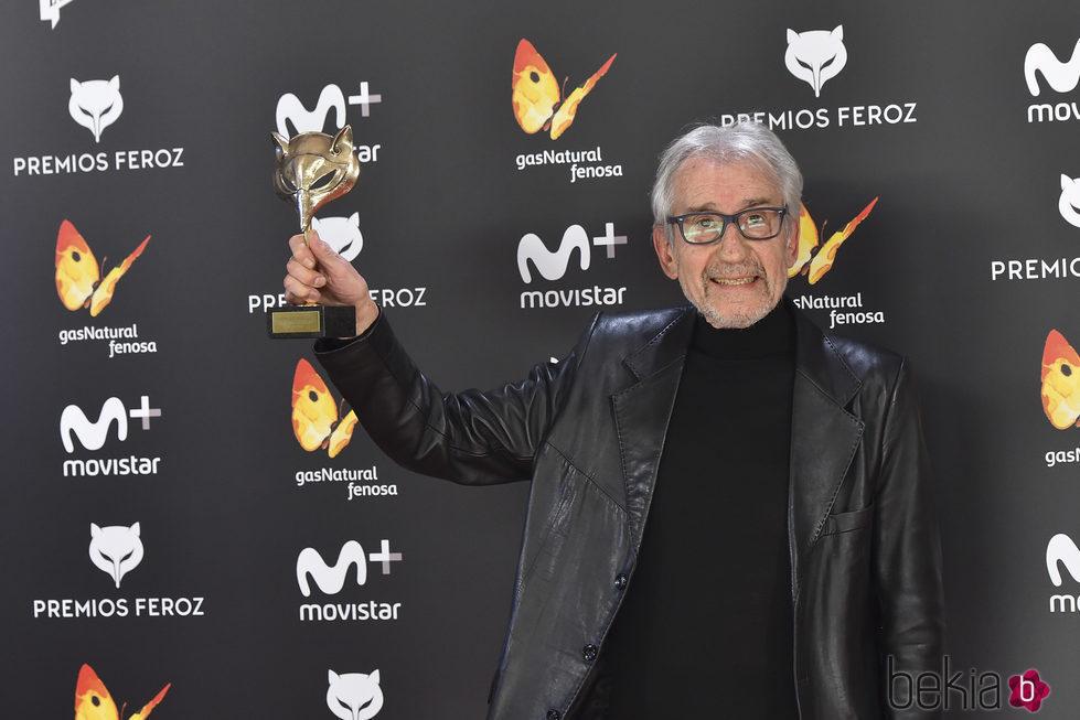 José sacristan con su Premio Feroz