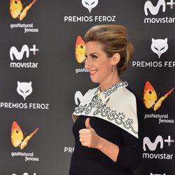Cecilia Freire luciendo embarazo en la alfombra roja de los Premios Feroz 2017