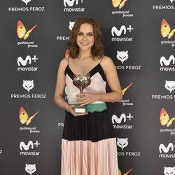 Aura Garrido con su Premio Feroz 2017