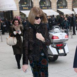 Anna Wintour llegando al desfile de Schiaparelli primavera/verano 2017 en la Semana de la Alta Costura de París