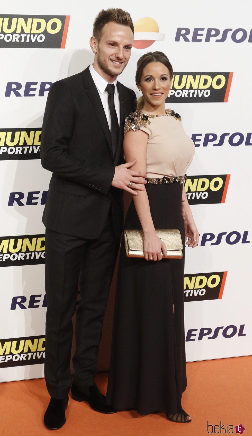Ivan Rakitic y su pareja Raquel Mauri en la Gala Mundo Deportivo 2017