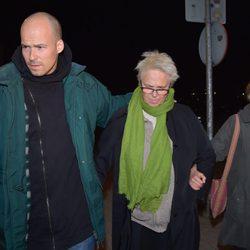 Olfo Bosé, Lucía Dominguín y Paola Dominguín llegando a la capilla ardiente de Bimba Bosé