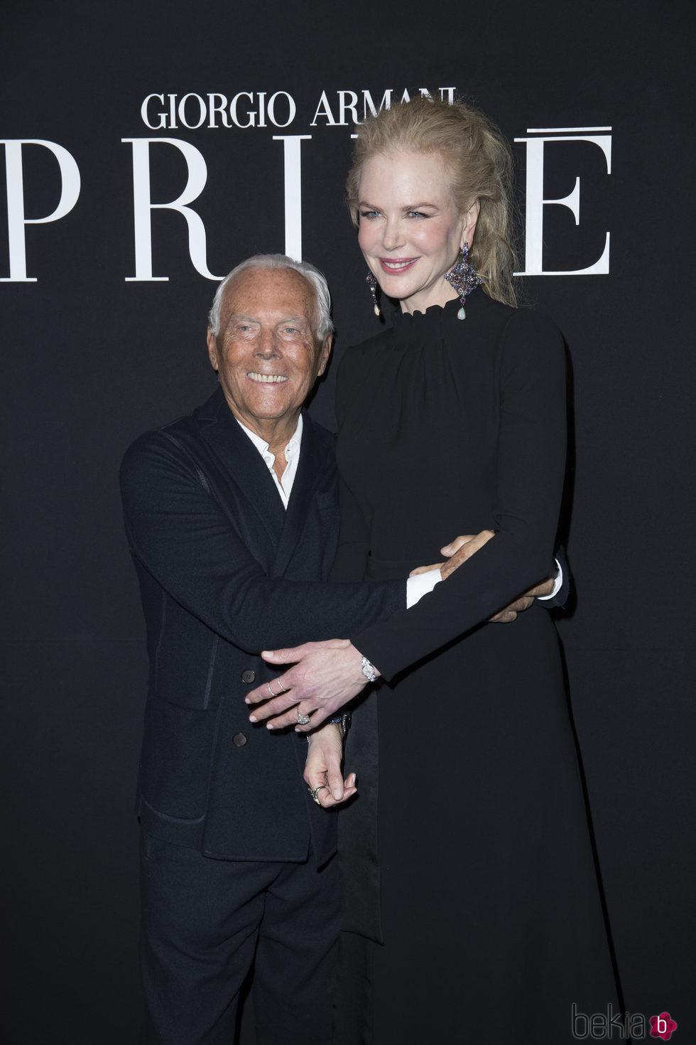 Nicole Kidman apoyando a Giorgio Armani en su desfile primavera/verano 2017 en la Semana de la Alta Costura de París
