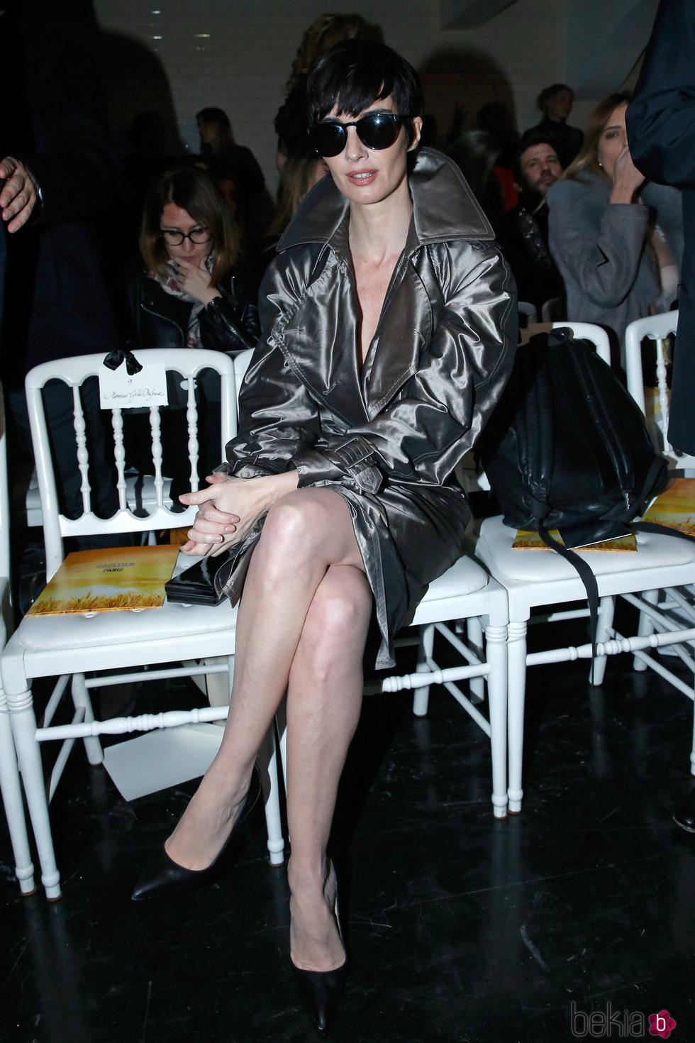 Paz Vega en el front row del desfile de Jean Paul Gaultier en la Semana de la Alta Costura de París