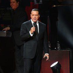 El cantante Luis Miguel en concierto