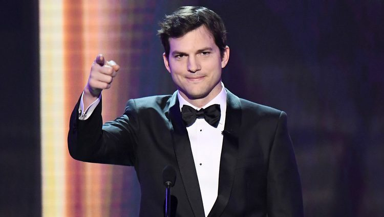 Ashton Kutcher inauguró los SAG Awards 2017