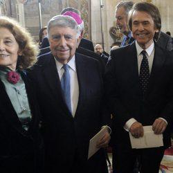 Julia Gutiérrez Caba, Luis María Ansón, Raphael y Emilio Gutiérrez Caba en la clausura de la conmemoración del IV centenario de la muerte de Cervantes
