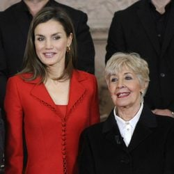 La Reina Letizia y Concha Velasco en la clausura de la conmemoración del IV centenario de la muerte de Cervantes