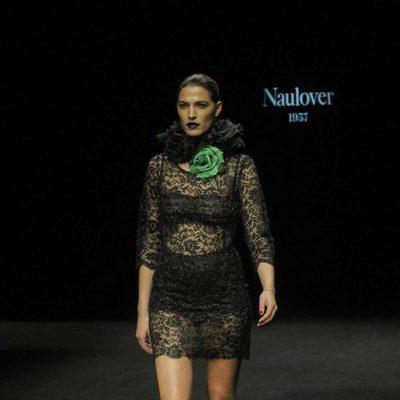 Laura Sánchez desfilando para Naulover en la 080 Barcelona Fashion