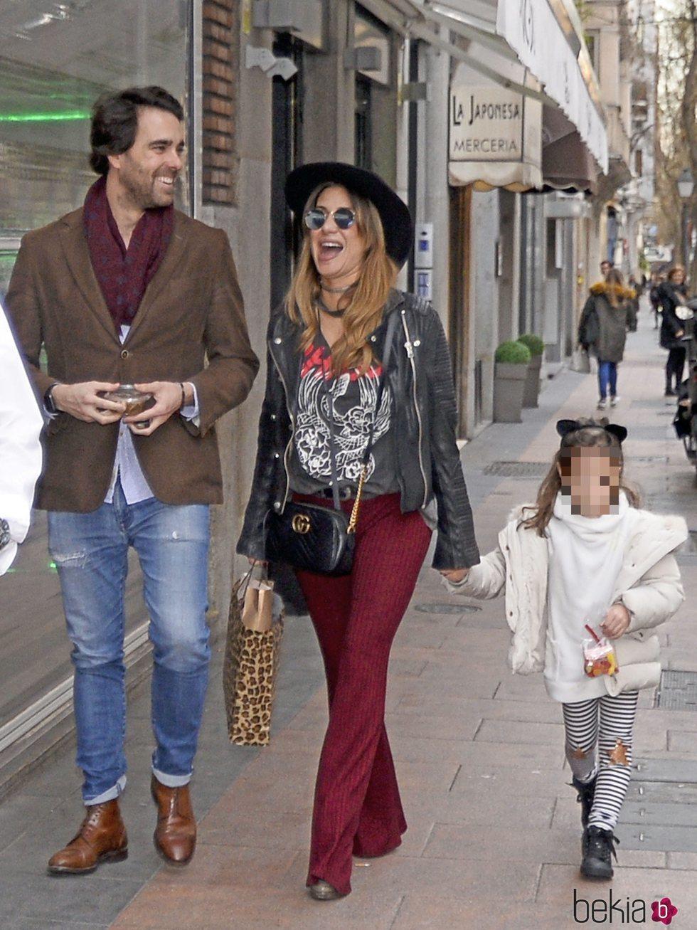 Elena Tablada con su hija Ella Bisbal y su novio Javier Ungría en su 36 cumpleaños