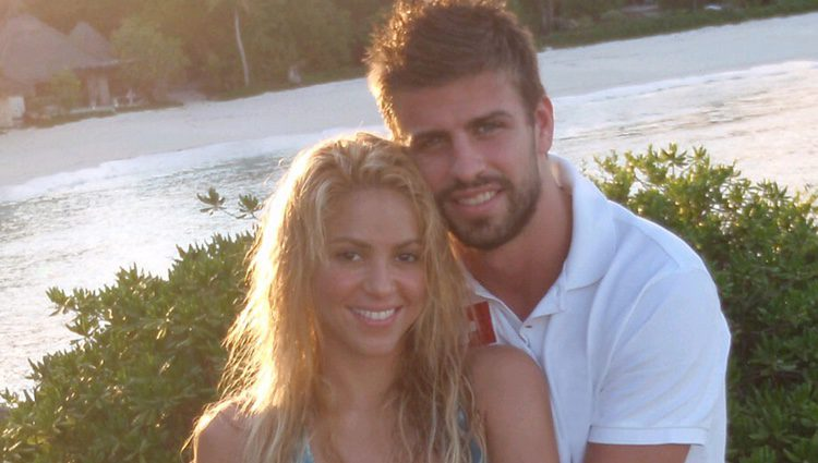 Shakira presenta a Gerard Piqué como su novio