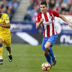Lucas Hernández en un partido de Liga del Atlético de Madrid contra Las Palmas
