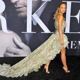 Rita Ora luciendo su vestido en el estreno de 'Cincuenta Sombras más Oscuras' en Los Angeles
