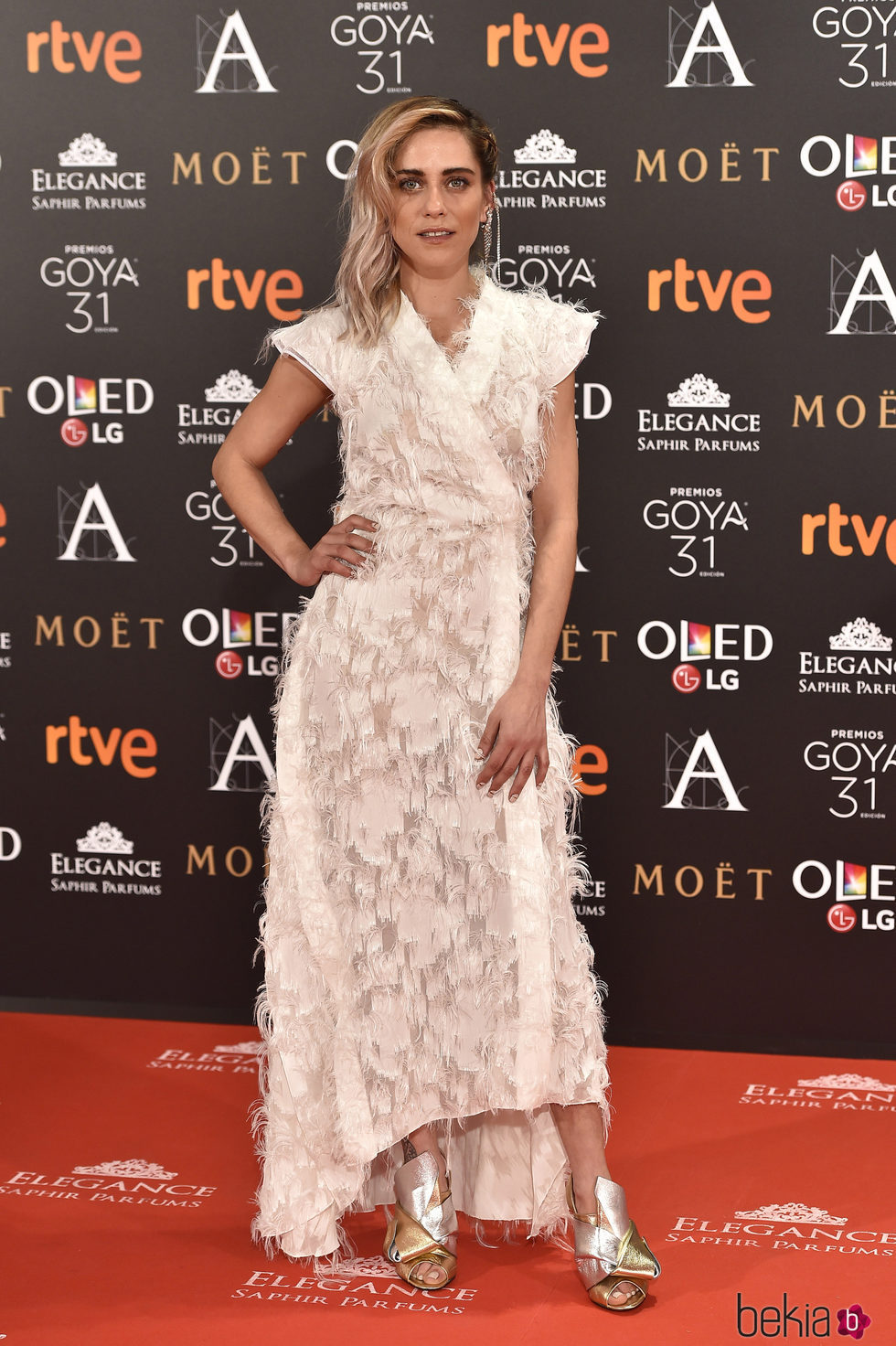 María León en la alfombra roja de los Premios Goya 2017