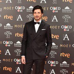 Andrés Velencoso en la alfombra roja de los Premios Goya 2017