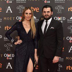 Carola Baleztena y Emiliano Suarez en la alfombra roja de los Premios Goya 2017