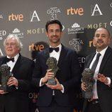 Peter Glossop , Oriol Larrago y Marc Orts con su galardón