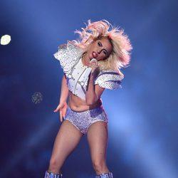 Lady Gaga con un look muy deportivo en su actuación en la Super Bowl 2017