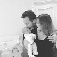 Geri Halliwell y su marido Christian Horner junto a su bebé Monty