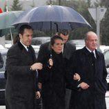 Jaime de Marichalar, la Infanta Elena y el Rey Juan Carlos en el funeral de Erika Ortiz