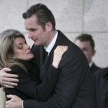 Iñaki Urdangarín consuela a la Reina Letizia en el funeral de Erika Ortiz