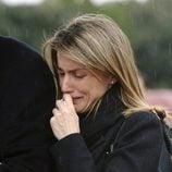 La Reina Letizia llorando en el funeral de Erika Ortiz