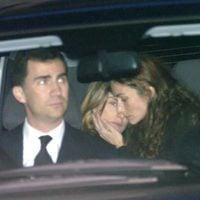 Telma Ortiz consuela a la Reina Letizia tras el funeral de Erika Ortiz