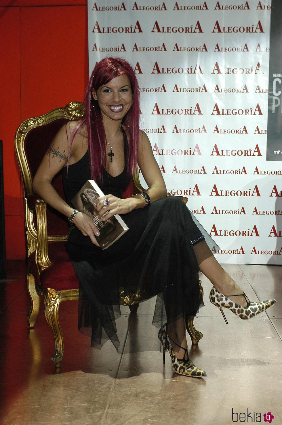 La bailarina Chiqui Martí en la presentación de su libro 'Piel de Ángel'