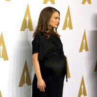 Natalie Portman presumiendo de embarazo en el almuerzo de los nominados a los Oscar 2017