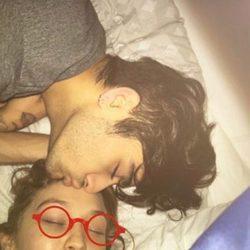 Zayn Malik y Gigi Hadid se besan cariñosamente