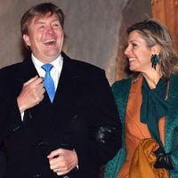 Guillermo Alejandro y Máxima de Holanda ríen divertidos durante su viaje oficial a Alemania