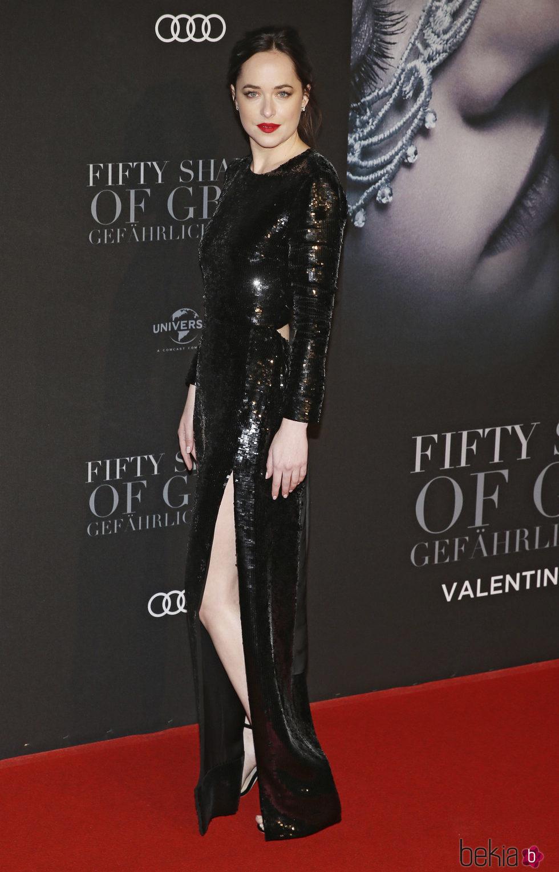 Dakota Johnson en la premiere de 'Cincuenta Sombras Más Oscuras' en Hamburgo
