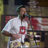 Pau Donés cantando en una gala