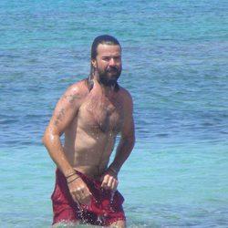 Pau Donés con el torso desnudo